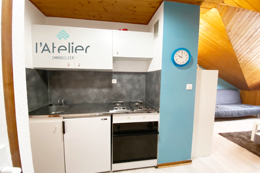 cuisine_dans_studio_renove_station_de_ski_pyrenees_latelierimmo.com