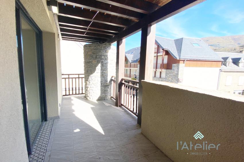 grande_terrasse_dans_appartement_a_saisir_proximite_stations_de_Ski_latelierimmo.com